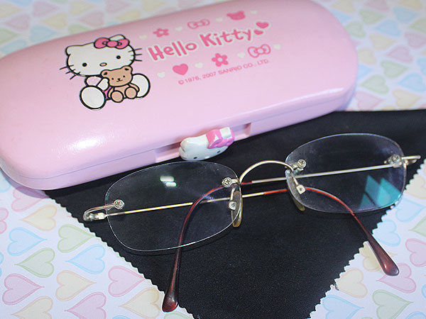 272fb61927da2 E ver a Anne Hathaway no red carpet essa semana, com óculos de grau, me fez  pensar que eu devia dar uma nova chance aos óculos. Provavelmente com a  armação ...