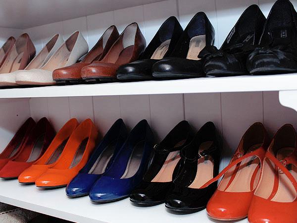 d0c3c78d2 E ai, os sapatos que eu uso pouco ficam guardados no alto do guarda-roupa!  Quando o inverno chegar dá pra inverter, trazer as botas pra baixo e guardar  as ...