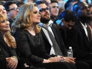Adele e Simon, seu namorado e pai do seu filho