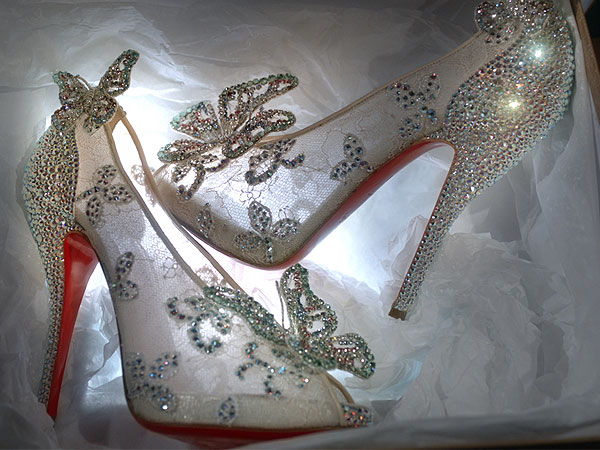 9941c7f8131c O sapatinho de cristal da Cinderela feito por Christian Louboutin