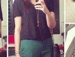 Looks da semana: Calça verde esmeralda, Militar com onça, Regata de seda, Jeans floral, Lenço na cintura