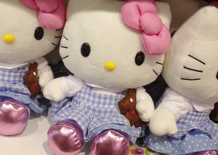 Pelúcia da Hello Kitty como Dorothy