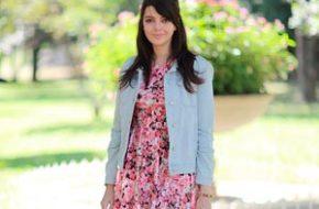 Look do dia: Vestido floral com jaqueta jeans