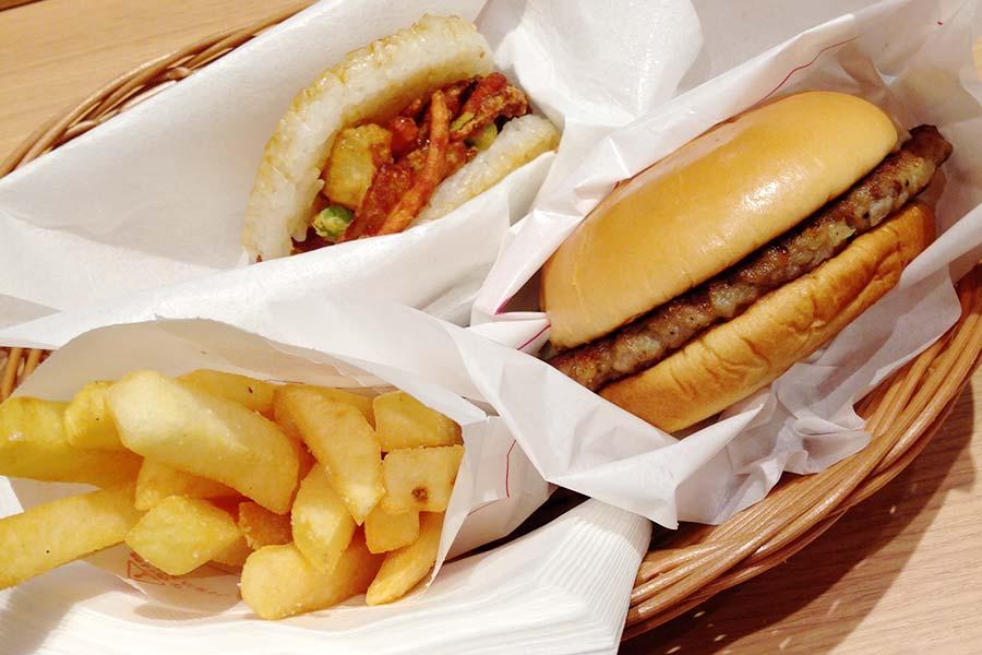Lanche de arroz do Moz Burger, rede de lanchonetes japonesa