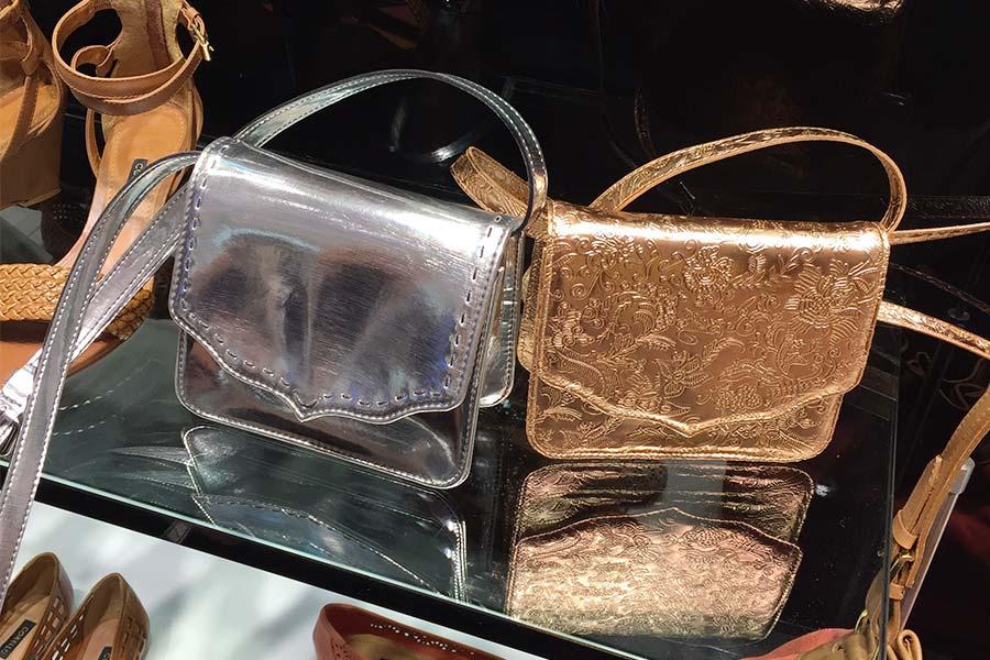 Bolsa Dourada Look : Lookdodia bolsa dourada just lia por camargo