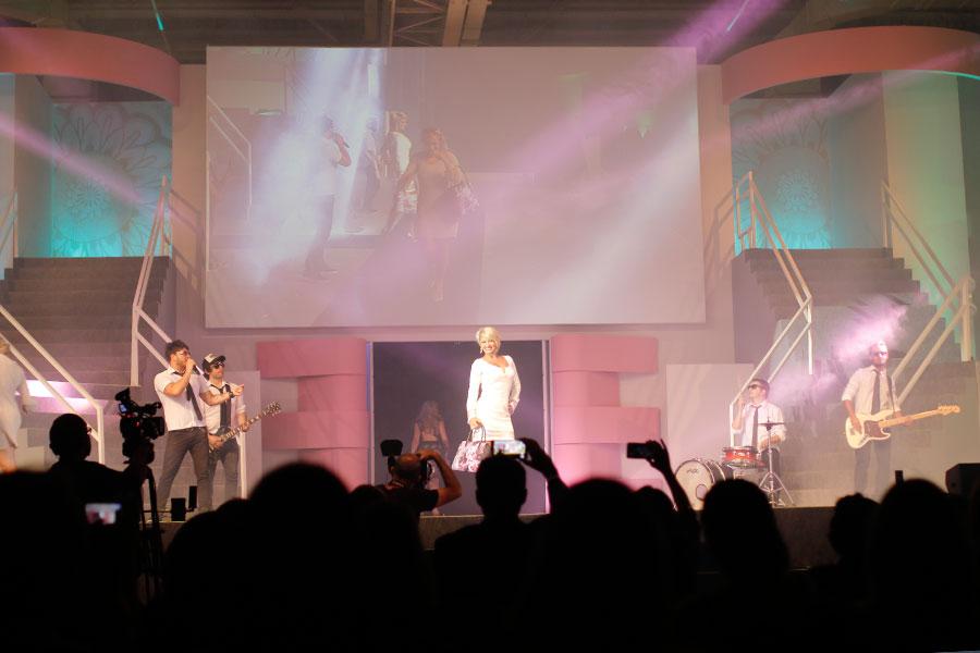 No palco: show de música e desfile de moda!