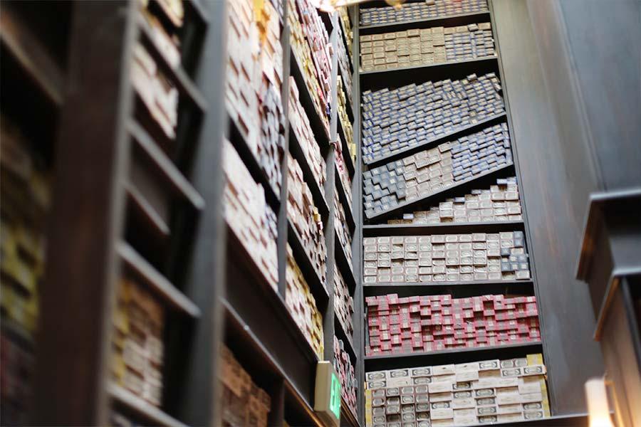 Caixas com varinhas na loja do Olivaras
