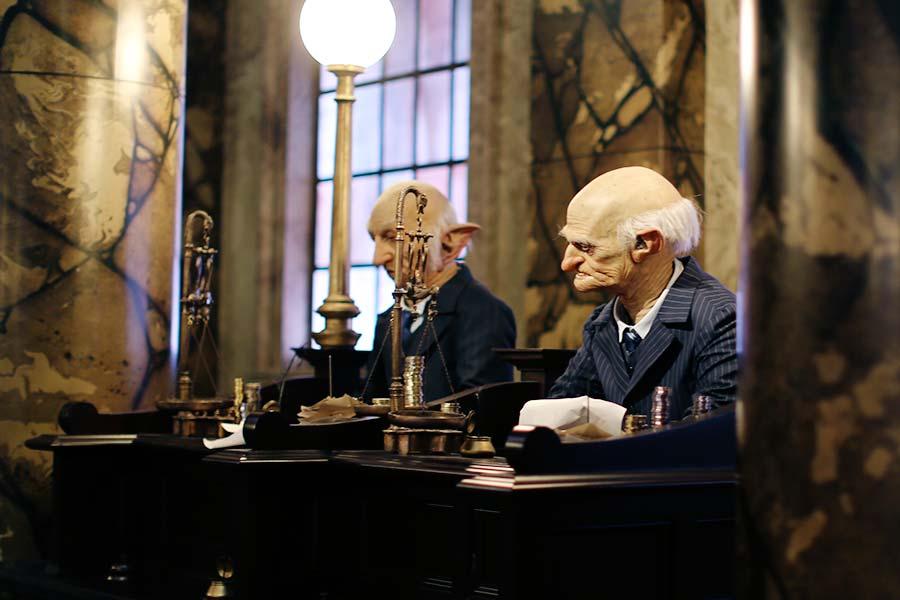 Goblins trabalhando no banco