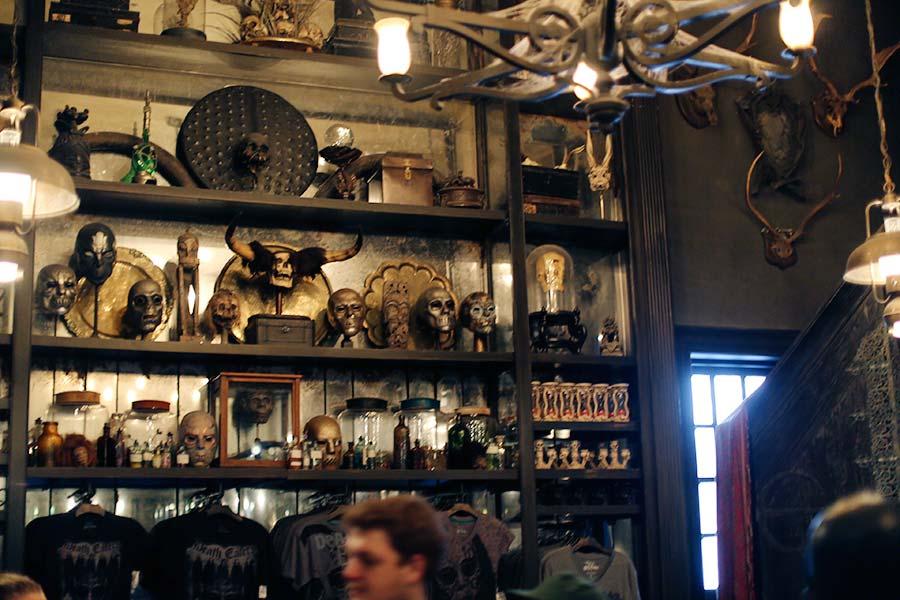 Dentro da loja Borgin & Burkes