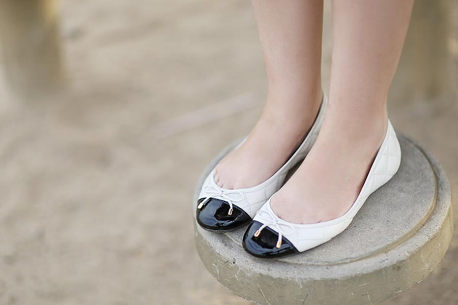 ju-sapatilha-branca-preta