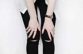Tendência: Jeans rasgado no joelho