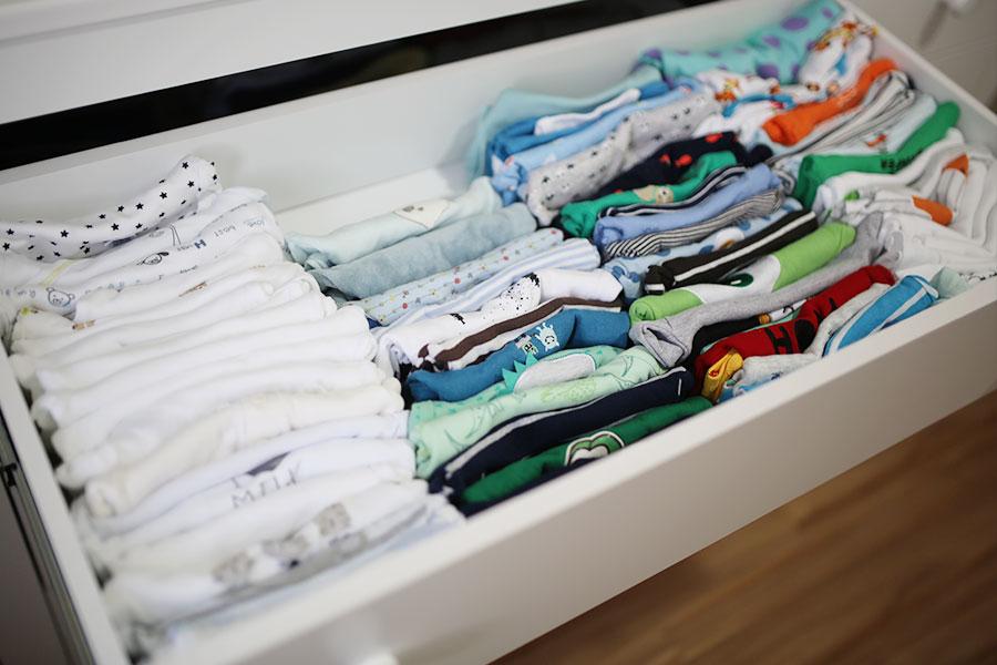 como-dobrar-roupas-de-bebes