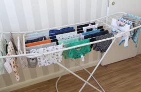 Lavando e organizando as roupinhas do bebê