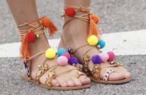 Como usar: Sandália de pom-pom