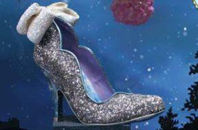 Os sapatos exagerados inspirados em Cinderela