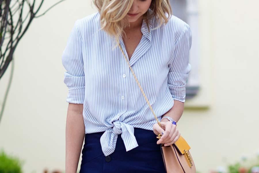 5d7a995e5 Como usar  Camisa listrada de azul e branco - Just Lia