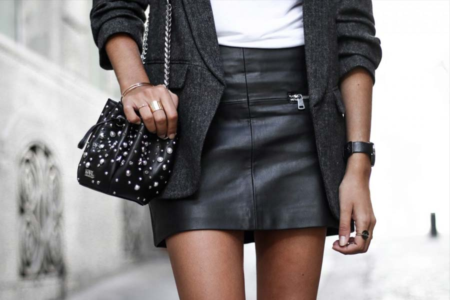 c5f571ab1f Como usar  Saia de couro preta - Just Lia