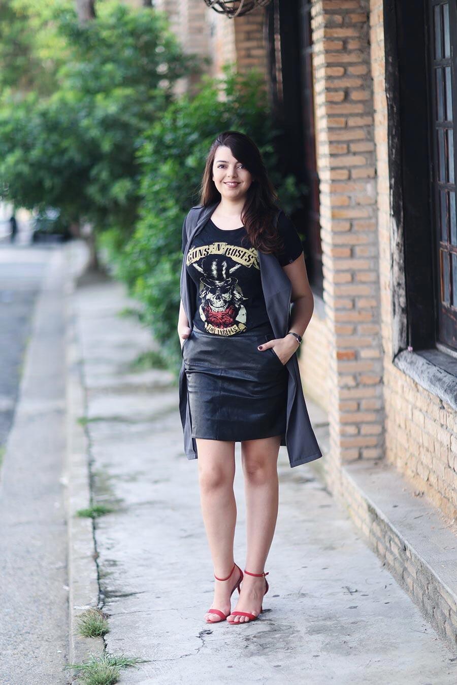 56a498b20 Look do dia  Camiseta de rock com estilo