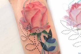 As tatuagens de flores de Jason Adelinia