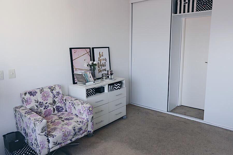 b5c682d79 Reforma do closet e os meus novos quadros