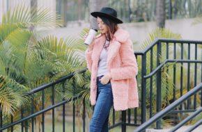 Look do dia: Casaco de pelúcia rosa