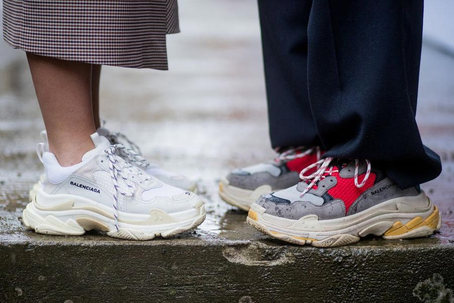bb4a156194e Cr Fashionbook. Como combinar os dad sneakers  ...