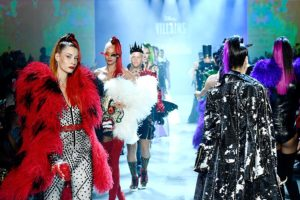 O desfile Disney Villains x The Blonds